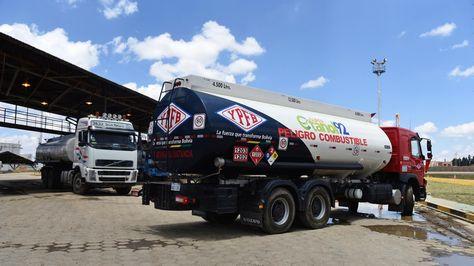Gobierno anuncia plan de emergencia para provisión de combustible a La Paz