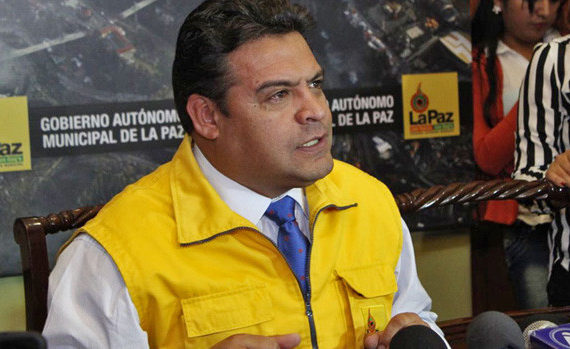 Revilla pide no sacar basura a las calles y anuncia control en mercados para evitar agio