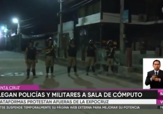 Plataformas protestan afuera de la Expocruz